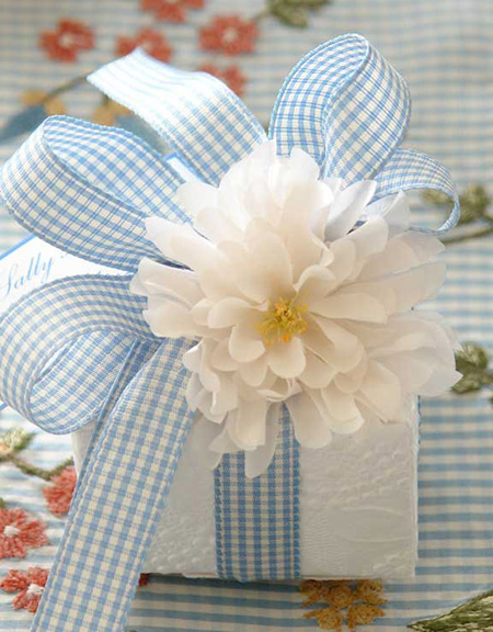 Gingham Ribbon Gift Box Carolyn Roehm